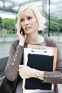 Germany, Bavaria, Munich, Young woman on phone waiting at metro station - SPOF000034