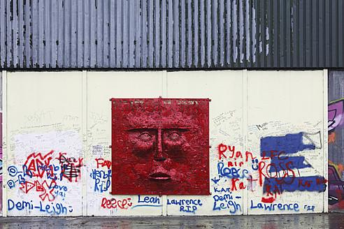 United Kingdom, Ireland, Northern Ireland, West Belfast, Wall murals and grafitti with human representation at Shankill road - SIE001849