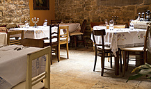 Croatia, Rovinj, View of empty restaurant - MBE000166