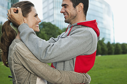 Germany, Berlin, Couple embracing in park - WESTF017597