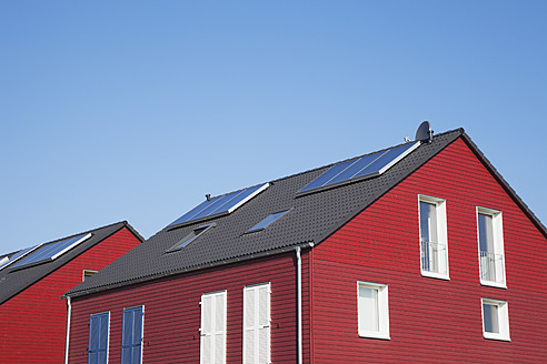 Germany, Cologne, Roof of wooden residential building with solar panels - GWF001582