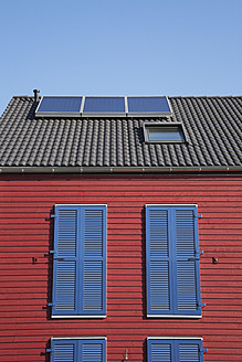 Germany, Cologne, Roof of wooden residential building with solar panels - GWF001584