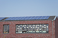 Germany, Cologne, Roof of school building with solar panels - GWF001589