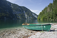 Germany, Bavaria, Koenigssee, View of rowing boat by lake - FLF000013
