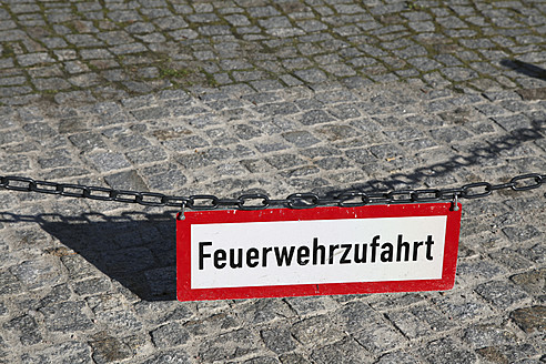 Germany, Berlin, Fire warning sign, close up - JMF000050