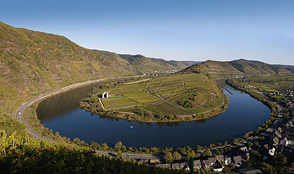 Germany, Rhineland-Palatinate, Bremm, View of winding mosel river and vineyard of calmont - BSCF000103