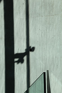 Germany, Berlin, View of wall with shadow - JMF000098