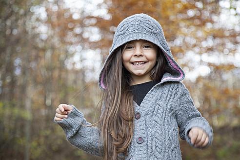 Germany, Huglfing, Girl smiling, portrait - RIMF000077