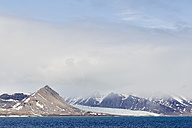 Europe, Norway, Spitsbergen, Svalbard, View of mountains with arctic ocean - FOF003737