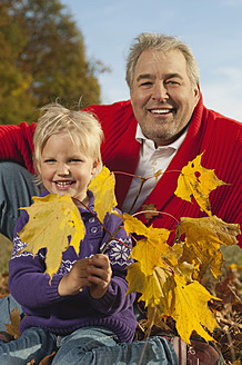 Germany, Bavaria, Grandfather and granddaughter in autumn, portrait , smiling - RNF000792