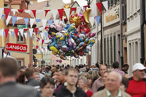 Germany, Bavaria, Franconia, Upper Franconia, Bamberg, People at Sandkerwa parish fair - SIE002009