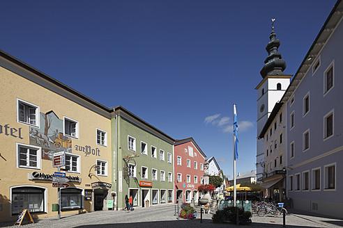 Germany, Bavaria, Upper Bavaria, Waging am See,  Rupertiwinkel, View of buildings - SIEF002043