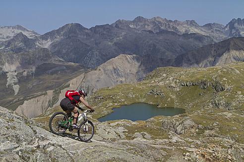 France, Dauphine, Vaujany, Female mountain biker riding bike - FFF001237