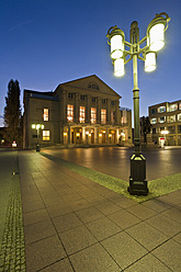 Germany, Thuringia, Weimar, View of German National Theatre at night - WDF001151