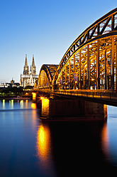 Germany, Cologne, View of Cologne Cathedral and Hohenzollern Bridge with River Rhine - FO003817