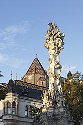 Austria, Lower Austria, Weinviertel, Korneuburg, View of trinity column at town hall - SIE002213