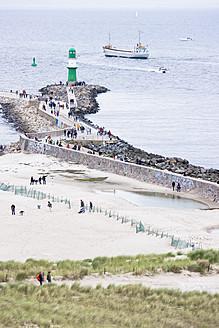 Germany, Rostock, People on beach - LFF000313