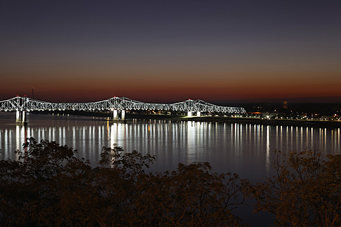 USA, Mississippi, Bridge over Mississippi River - ANBF000130