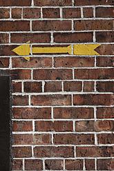 USA, New York, Arrow sign on wall - ANBF000016