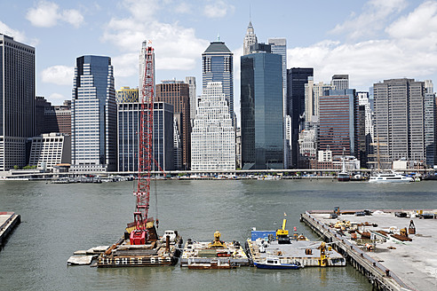 USA, New York City, View of harbour with city - ANB000149