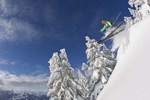 Austria, Tyrol, Kitzbuhel, Mid adult man skiing - FFF001261