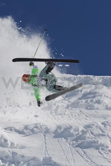 Austria, Tyrol, Kitzbuhel, Mid adult man crash while skiing - FFF001263