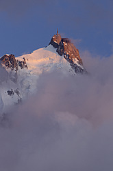 France, View of Aiguille du Midi at sunset - RUEF000818