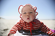Netherlands, Ameland, Baby girl at beach, close up - SAF000001