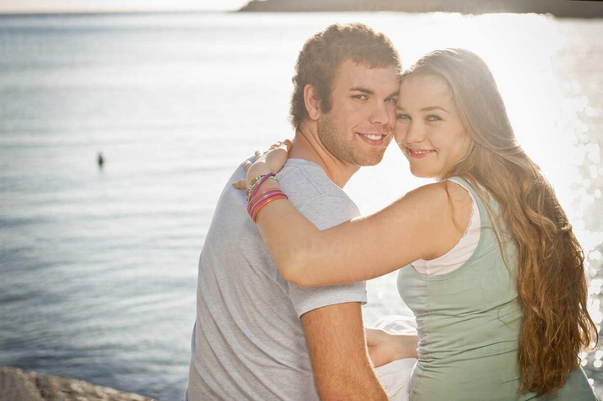 Spain, Mallorca, Couple sitting on beach, smiling, portrait - MFPF000013 - Mellenthin Fotoproduktion/Westend61
