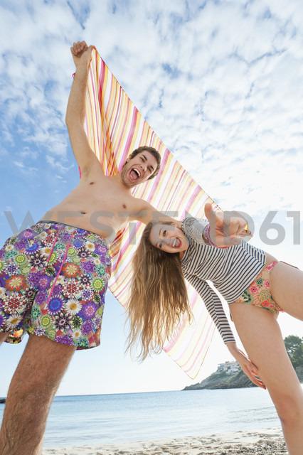 Spain, Mallorca, Couple on beach, smiling, portrait - MFPF000028 - Mellenthin Fotoproduktion/Westend61