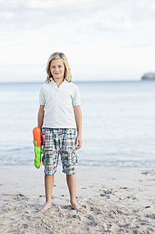 Spain, Mallorca, Boy with water gun on beach, portrait - MFPF000088