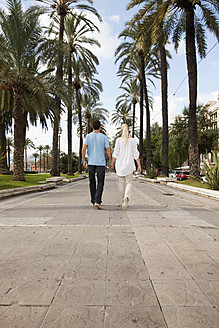 Spain, Mallorca, Palma, Couple walking along allee - SKF000948