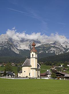 Austria, Tyrol, Going am Wilden Kaiser, View of town - WWF001947