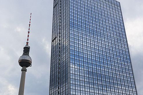 Germany, Berlin, View of Alexanderplatz and Berliner Fernsehturm - WWF002075