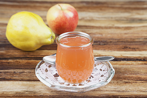 Quince and apple jam in jar with fruit, close up - GWF001710