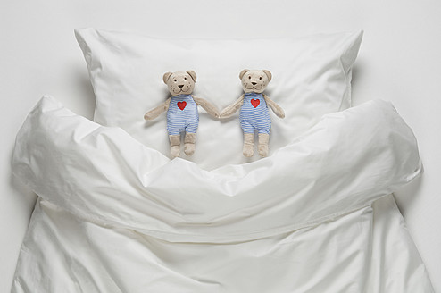 Teddy bear on bed - CRF002112