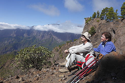 Spain, Canary Islands, La Palma, Man and woman looking at view - SIEF002437