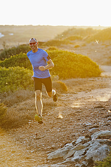 Portugal,Algarve,  Mature man jogging by coast - MIRF000370