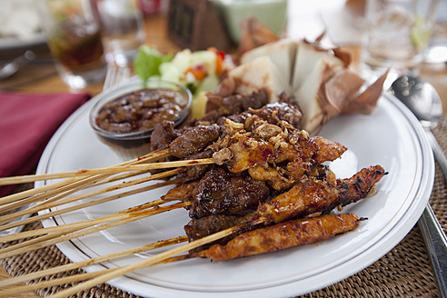Indonesia, Bali, Balinese satay chicken, close up - DSF000301