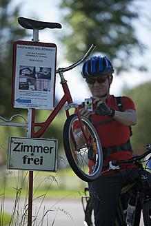 Germany, Bavaria, Mature man taking photograph - DS000228