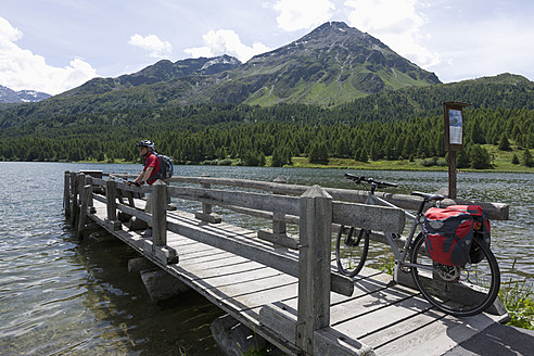 Switzerland, Mature man standing on jetty with Lake Sils - DSF000392