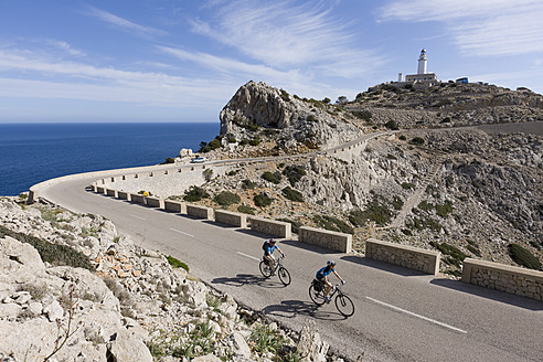 Spain, Mallorca, Man and woman cycling on road at Cap de Formentor - DSF000415