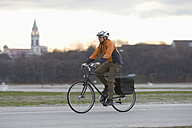 Germany, Bavaria, Munich, Mature man riding bicycle - DSF000451