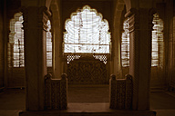 India, Rajasthan, Jodhpur,  Old window of indian style in fort - MBE000274