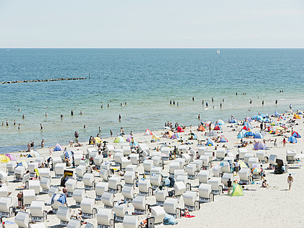 Germany,Ruegen, Binz,  People in beach booth at Island of Rugen - LFF000368
