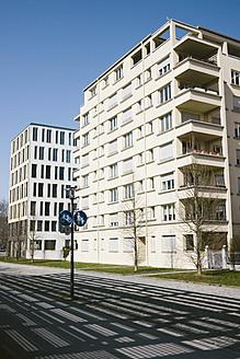 Germany, Bavaria, Munich Westend, Exterior of modern building - LFF000421