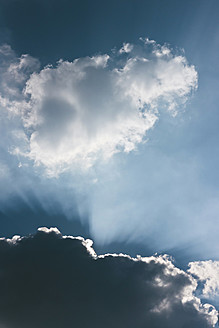 Germany, Sunbeam through cloudscape - LFF000385