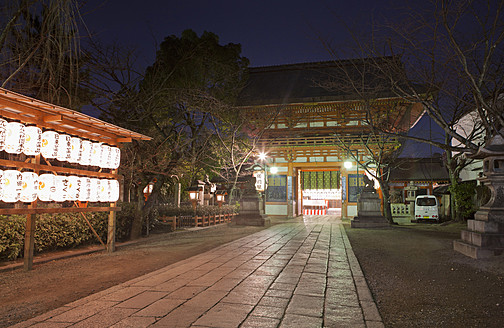Japan, Kyoto, Traditional paper lanterns in temple at night - FLF000046