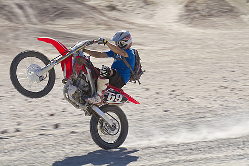 USA, California, Motocrosser performing wheelie on Palm Desert - FFF001273