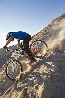 USA, California, Mountain biker cycling on mountain - FFF001278